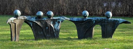 Josef Salamon: Bronze ved Skovløkke-skolen.