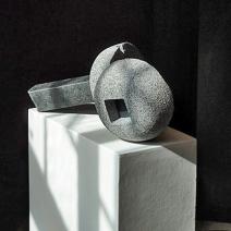 Bygningselementer fra et luftkastel i bevægelse, 2010, granit