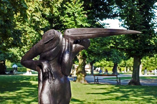 """Fuglemandens hoved er inspireret af Maraboustorken, som også kaldes """"Afrikas Skraldemand"""", fordi den lever af ådsler."""