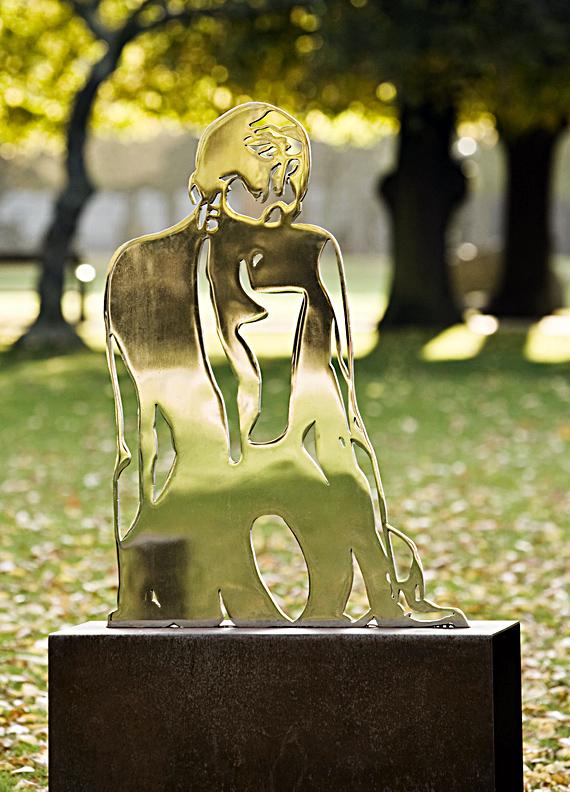 Siddende kvinde skulptur - stål.