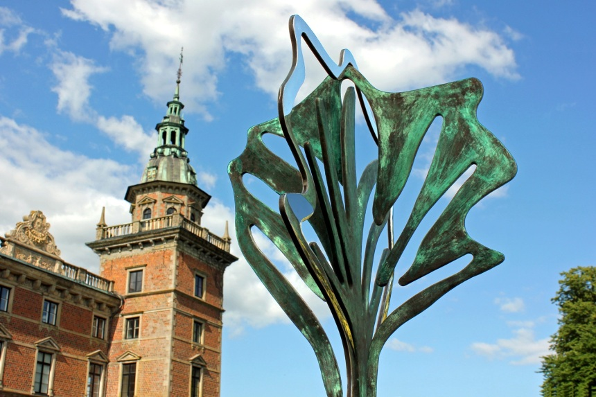 Three generations - Stål og bronze. Foto fra Marsvinholm.