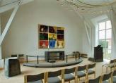 Altertavle, prædikestol og døbefond i Kolstrup Kirke.