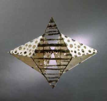 74x93x23 cm, papirobjekt til væg