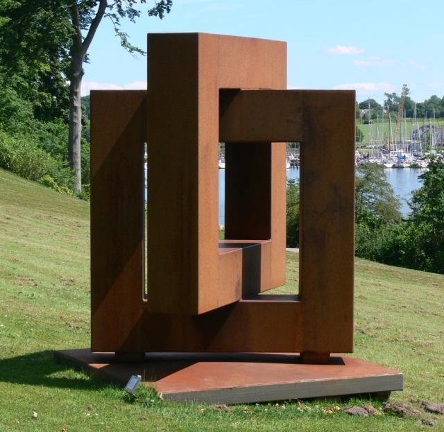 Kvadratskulptur Cortenstål 200cmx150cmx150cm